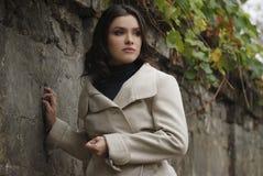 Jong mooi meisje met positieve uitdrukking Royalty-vrije Stock Fotografie