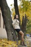 Jong mooi meisje met positieve uitdrukking Stock Afbeelding