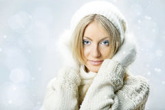 Jong mooi meisje met witte vuisthandschoen Royalty-vrije Stock Fotografie