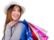 Jong mooi model dat haar het winkelen zakken draagt Stock Afbeeldingen