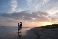 Jong Paar bij Strand Stock Foto