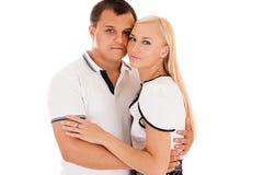 Jong paar dat op wit wordt geïsoleerdu Stock Fotografie