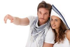 Jong paar dat weg kijkt royalty-vrije stock foto