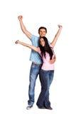 Jong paar die bij camera toejuichen Stock Fotografie