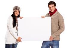 Jong paar die een affiche houden Royalty-vrije Stock Foto