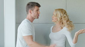 Jong Paar die Ernstige Ruzie hebben stock videobeelden