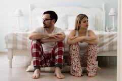 Jong paar die problemen in hun verhouding hebben royalty-vrije stock foto's
