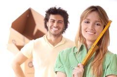 Jong paar en nieuw huis Stock Afbeelding