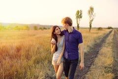 Jong paar in liefde Stock Afbeeldingen