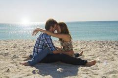 Jong paar in liefde Stock Foto's