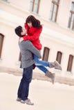 Jong paar in liefde openlucht Stock Afbeeldingen