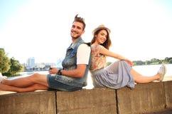 Jong paar in liefde openlucht Liefde, verhouding en mensenconcept stock afbeeldingen