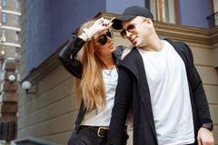 Jong paar in liefde openlucht Liefde, verhouding en mensenconcept royalty-vrije stock foto