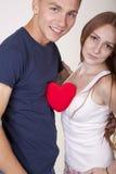 Jong paar met een hart Stock Afbeelding