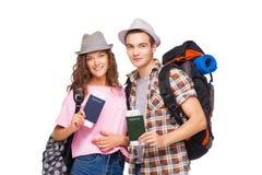 Jong paar met paspoorten Stock Foto's