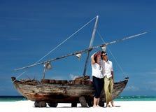 Jong paar op het strand royalty-vrije stock foto