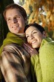 Jong paar openlucht bij de herfst Stock Foto's