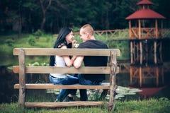 Jong paar in park Stock Fotografie