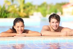 Jong paar in pool royalty-vrije stock foto's