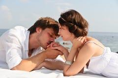 Jong romantisch paar royalty-vrije stock afbeeldingen