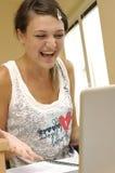 Jong studentenmeisje met computer Stock Afbeeldingen