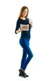Jong studentenmeisje met stootkussen en koffie Stock Afbeelding