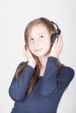 Jong tienermeisje met hoofdtelefoons Royalty-vrije Stock Foto