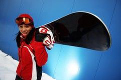 Jong volwassen wijfje snowboarder Stock Foto's
