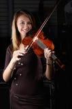 Jong vrouwelijk spel op viool royalty-vrije stock foto's