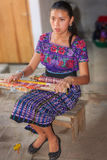 Jong Weaver Portrait in Guatemala Royalty-vrije Stock Afbeeldingen