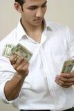Jong zakenman tellend geld Stock Foto's