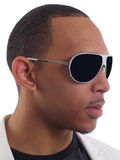 Jong zwart mensenportret in zonnebril royalty-vrije stock fotografie