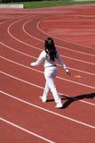 Jong zwarte het lopen zweetkostuum op spoor Stock Foto's