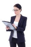 Jonge aantrekkelijke bedrijfsvrouw die op klembord geïsoleerd o schrijven Stock Foto's