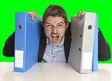 Jonge aantrekkelijke bezige overweldigde zakenman het lijden van aan gekke spanning op uitgeput kantoor royalty-vrije stock fotografie