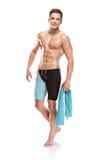 Jonge aantrekkelijke Kaukasische mensenzwemmer met beschermende brillen en handdoek Royalty-vrije Stock Foto's