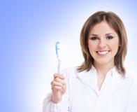 Jonge aantrekkelijke tandarts met een blauwe tandenborstel royalty-vrije stock foto