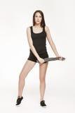 Jonge aantrekkelijke vrouw bij de gymnastiek Stock Fotografie