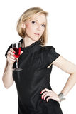 Jonge aantrekkelijke vrouw die een glas rode wijn houdt Royalty-vrije Stock Afbeeldingen