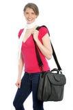 Jonge aantrekkelijke vrouw die een schouderzak dragen Stock Foto's