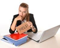 Jonge Aantrekkelijke Vrouw die om hulp vragen Royalty-vrije Stock Foto