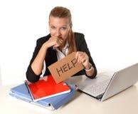 Jonge Aantrekkelijke Vrouw die om hulp vragen Stock Afbeeldingen