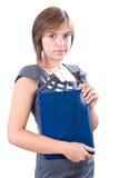 Jonge aantrekkelijke vrouw die voor vergadering voorbereidingen treft stock afbeelding