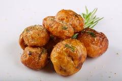Jonge aardappel in de schil Royalty-vrije Stock Foto's