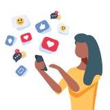 Jonge Afrikaans-Amerikaanse vrouw die een smartphone met vele sociaal media hart zoals pictogrammen gebruiken Vrouw het krijgen h vector illustratie
