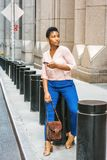 Jonge Afrikaanse Amerikaanse Vrouw die in New York reizen Royalty-vrije Stock Foto