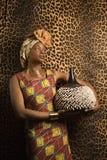 Jonge Afrikaanse Amerikaanse Vrouw in Traditioneel Afrika royalty-vrije stock foto's
