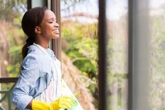 Jonge Afrikaanse huisvrouw stock fotografie