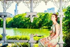 Jonge Amerikaan die u missen met wit nam toe, eenzaam bij Centrale Pa stock fotografie