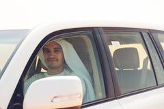 Jonge Arabische Mens in de Woestijn Royalty-vrije Stock Afbeelding
